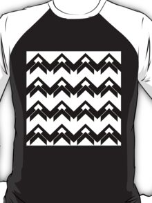 chevron pattern in black and white 03 T-Shirt