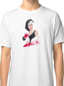 People always underestimate a girl in diamonds and furs (Cruella De Vil) Classic T-Shirt