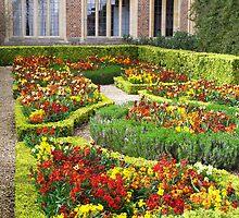 Hampton Court Garden by Linda Hardt