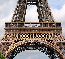 EIFFEL TOWER CROP by Amaya Solozabal