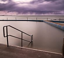 Collaroy pool by angusimages