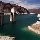 That lake by Hoover Dam by blather44