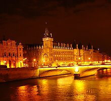 night sight of la conciergerie, Paris by 2913