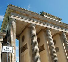 Brandenburger Tor by Angus Russell