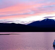 Te Anau - New Zealand by Piero Kwong