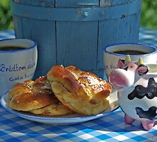 Coffee with cardamom buns by Paola Svensson