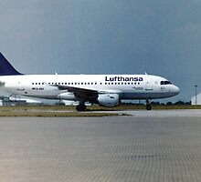 Lufthansa Airbus A319 by Edward Denyer
