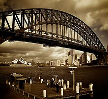 The Sydney Harbour Bridge from Milsons Point, June 2009 by Gayan Benedict