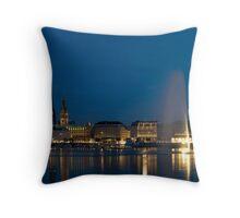 HAMBURG BEI NACHT Throw Pillow