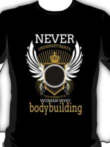 never underestimate the power of a women who bodybuilding T-Shirt
