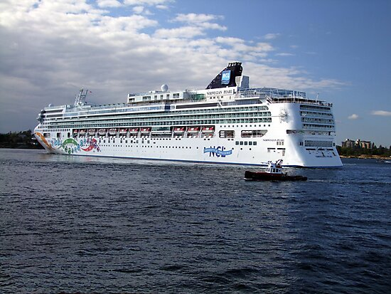 Norwegian Pearl-Victoria by George Cousins