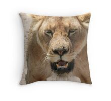 lioness stance Throw Pillow