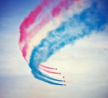 Red arrows with smoke trail by nayamina
