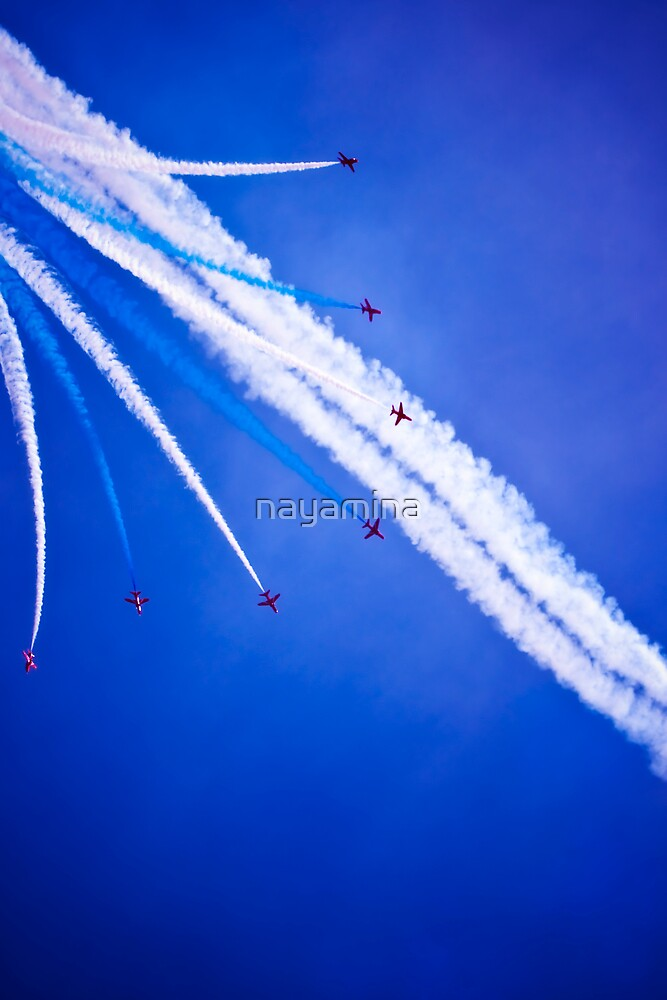 Red arrows flying in formation by nayamina