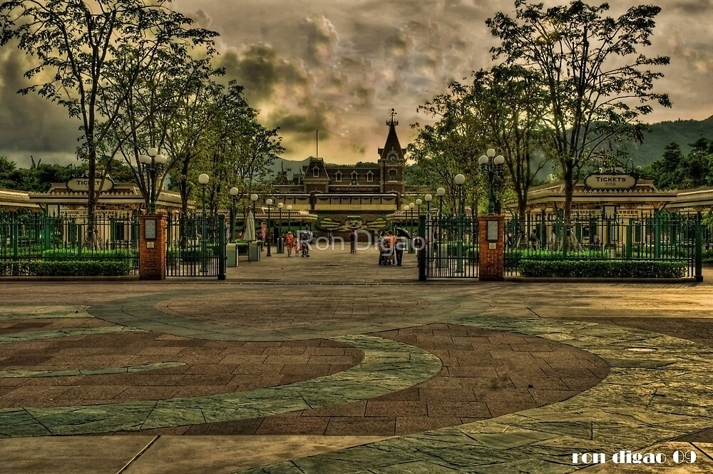 Hongkong disneyland by Ron Digao