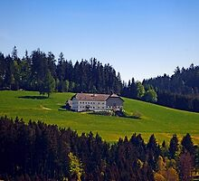 A farm, blue sky and some panorama | landscape photography by Patrick Jobst