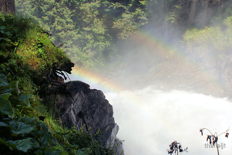 Waterfall with Rainbow's by theheijt