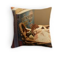 What This Aussie Reads Throw Pillow