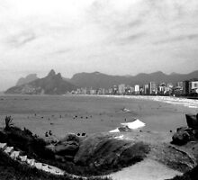 Arpoador Rocks and Ipanema Beach by Guilherme Pontes