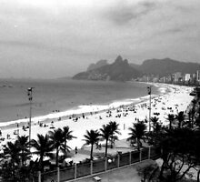 Ipanema Beach by Guilherme Pontes