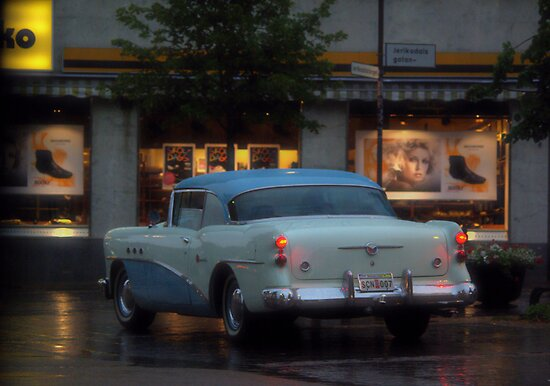 Buick @ night by Paola Svensson
