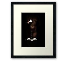 Elle apporte la vie Framed Print