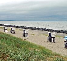 Empty beach chairs by Arie Koene