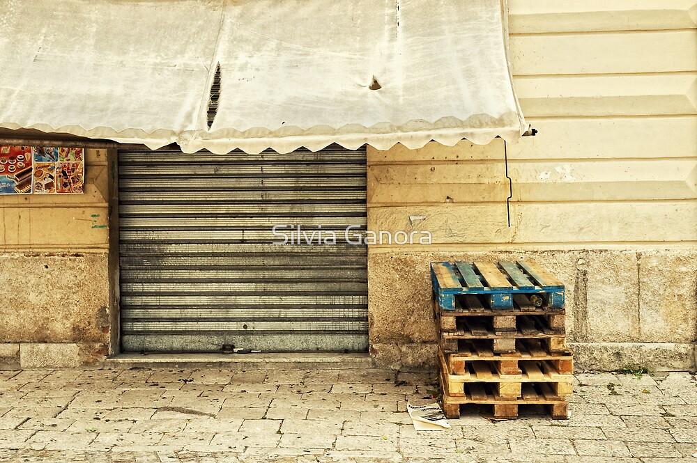 Closed Italian bar by Silvia Ganora