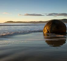 Moeraki. by Michael Treloar