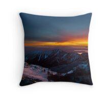 Light on the horison Throw Pillow