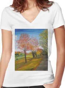 Country Road Women's Fitted V-Neck T-Shirt