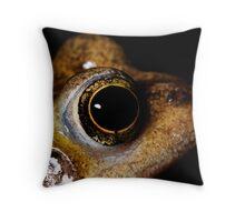 common frog (rana temporaria) Throw Pillow