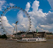 Thames - Central London by Richie Wessen