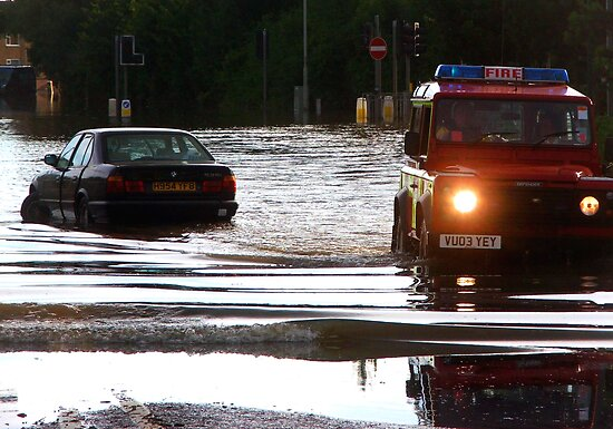 Floods in Tewkesbury July 2007 by Lynn Ede