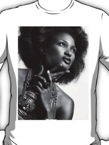 Beauty portrait of african american woman wearing jewellery black and white art photo print T-Shirt