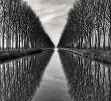 Vanishing into the infinite by PhotomasWorld