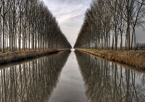 Vanishing into the infinite (Color version) by PhotomasWorld