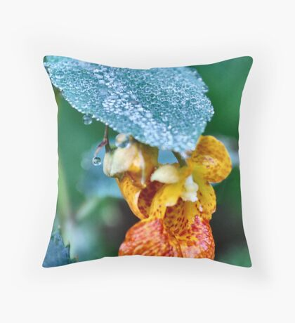 Spotted touch-me-not (Impatiens capensis) Throw Pillow
