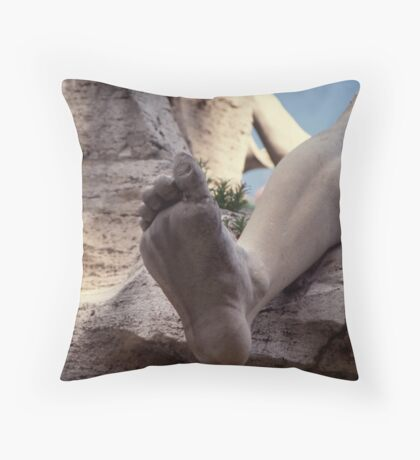 Itch-hiking Throw Pillow