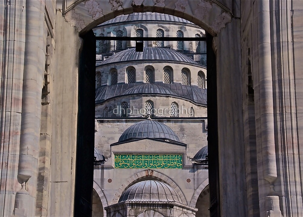 Famous Mosque in Istanbul by dhphotography