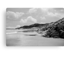 beach beside the links Canvas Print