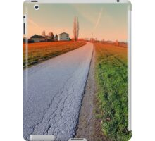Country road into beautiful scenery | landscape photography iPad Case/Skin