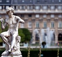 Statue in Jardin du Palais Royal by randyharris