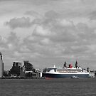 The Centre of Attraction - Queen Mary 2 by PhotogeniquE IPA