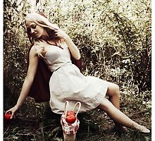 Red Riding Hood by lisabella