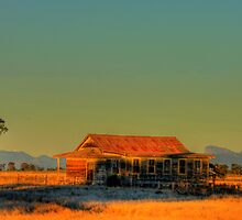 Warrumbungles Cottage by pedroski