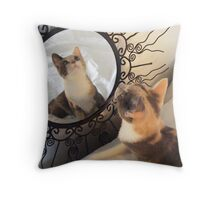 Is that me? Throw Pillow