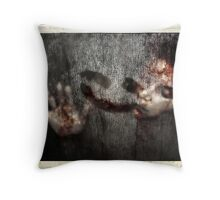 Alone I bleed Throw Pillow