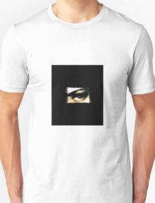 Distorted the darkness T-Shirt