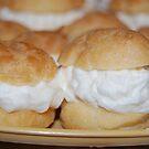 macro cream puff by angiebabie11290